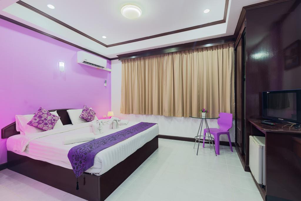 Majenta Shore Hotel 19BR Sleeps 42 In Patong Beach