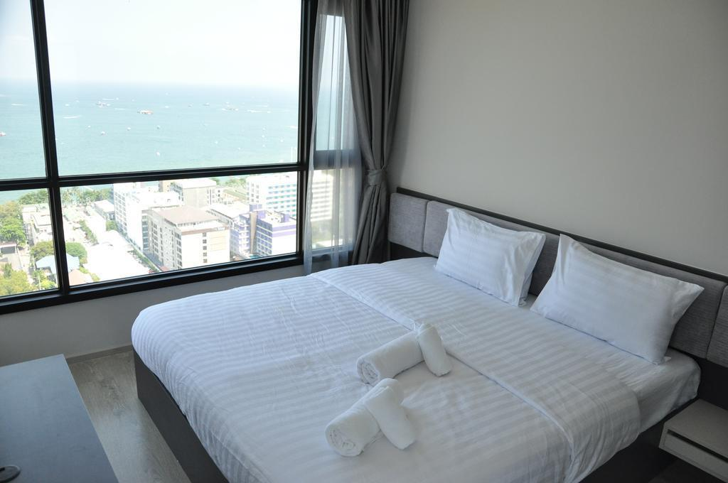 Walking Street The Base Central Pattaya Suite