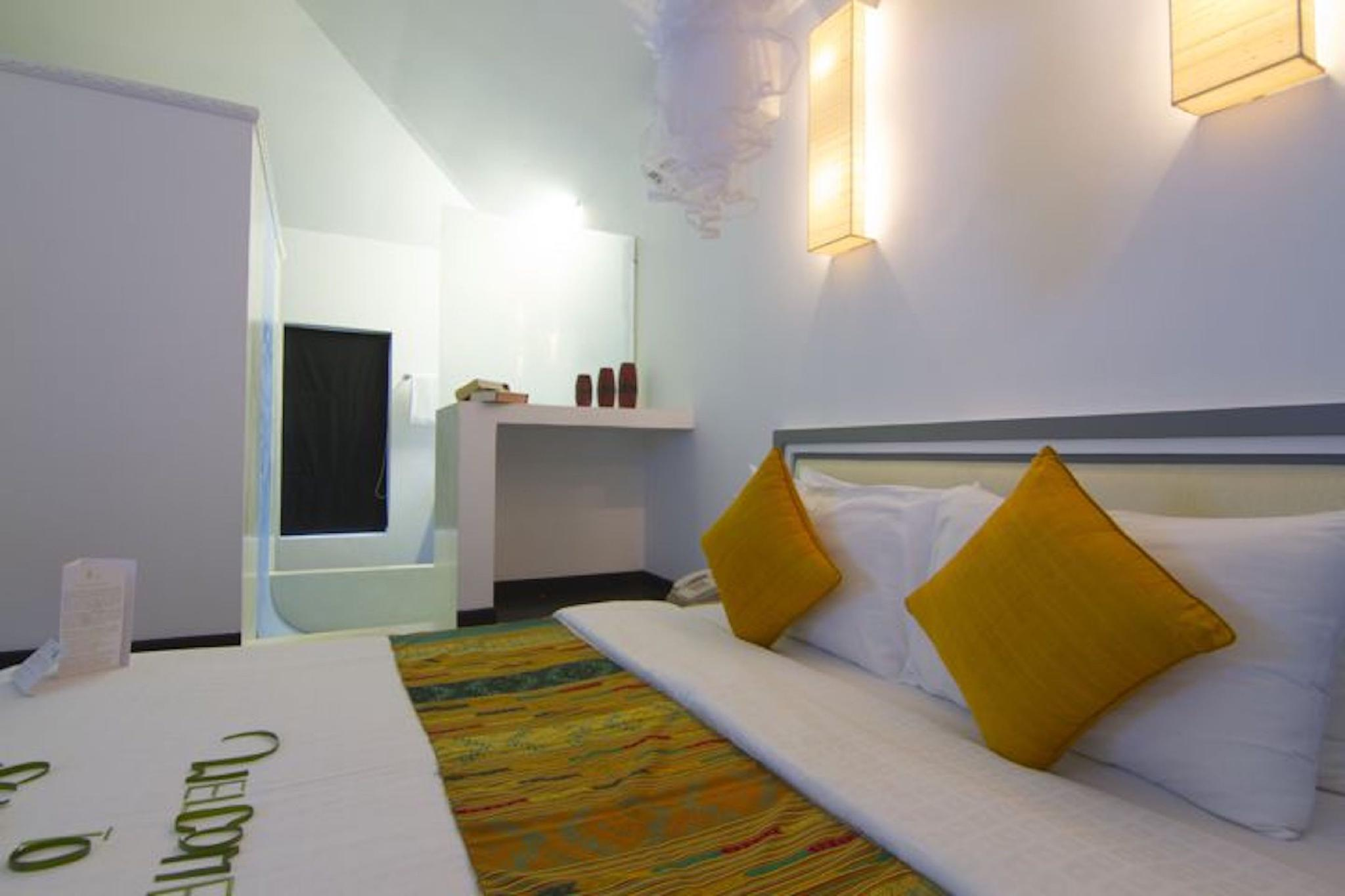 Private Deluxe Double  Room 107   Free Pick Up