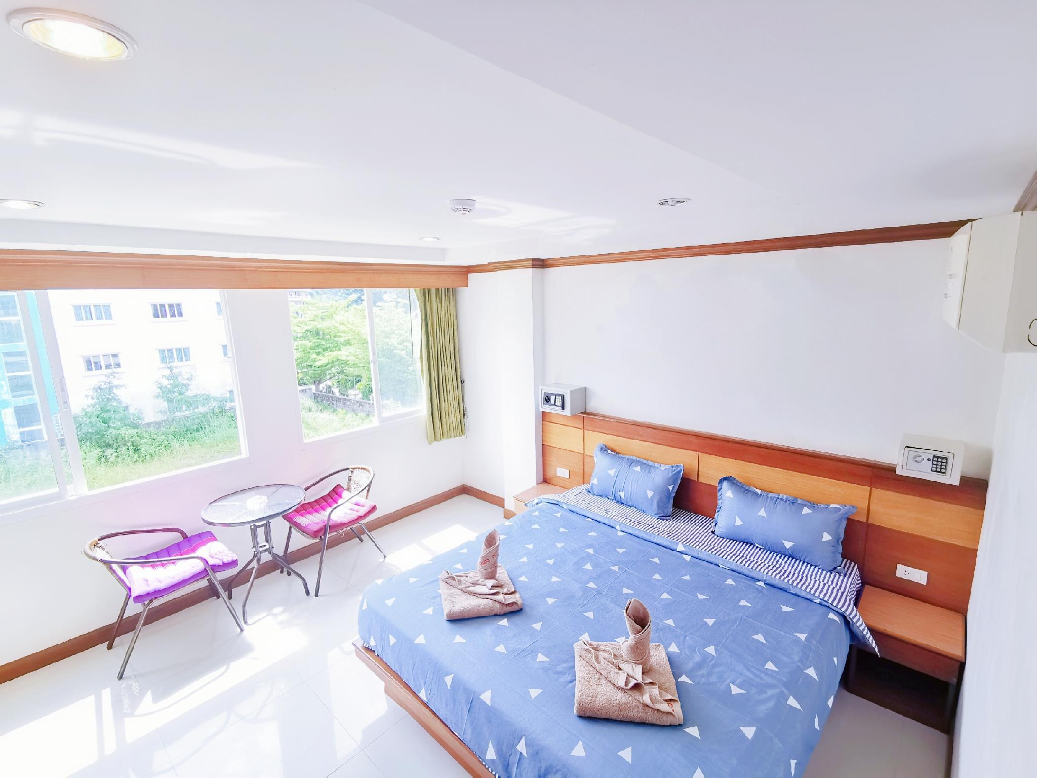 Patong Boutique King Bed Room 2   Quiet   Clean