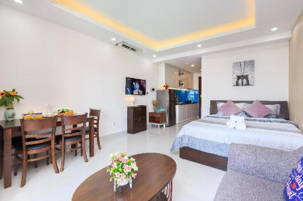 Orchard Apartment 1BR near Airport, POOL,GYM,BBQ Ho Chi Minh City