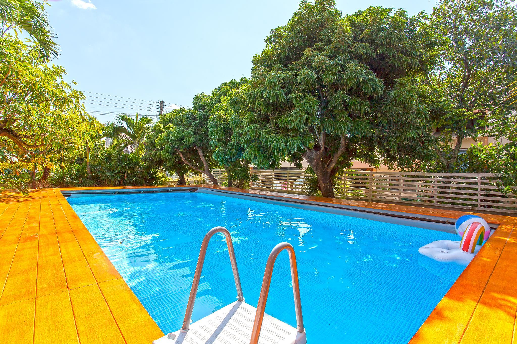 The Brown Timber Villa 4BR Sleeps10 W Pool In City