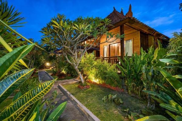 Wooden Bungalow with Garden View Lembongan Bali