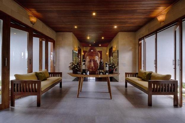 5BR. KK Ketewel Villa pool + Breakfast