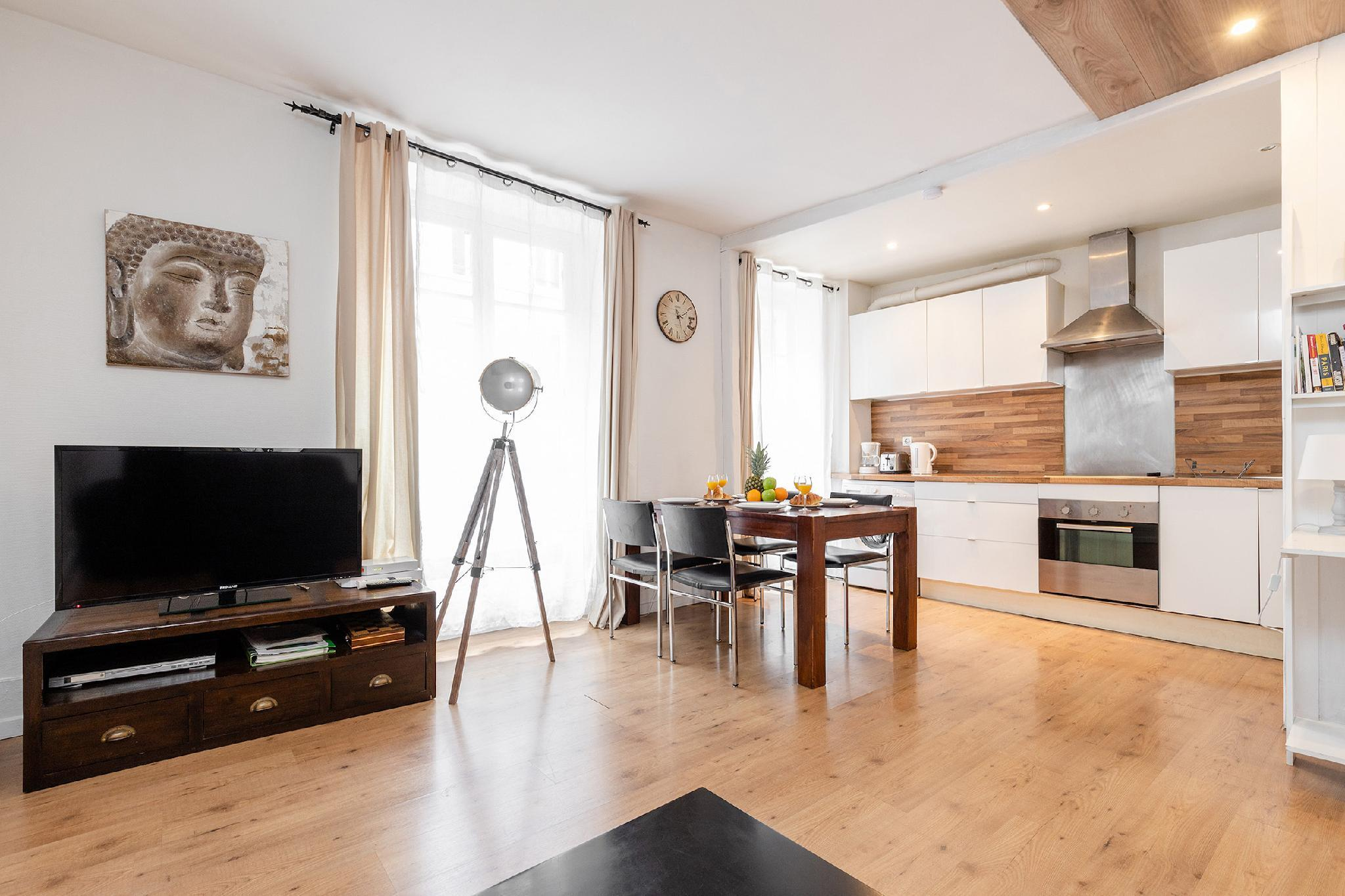 CALM 1BR- IN THE HEART OF PARIS NEXT TO RUE  CLER