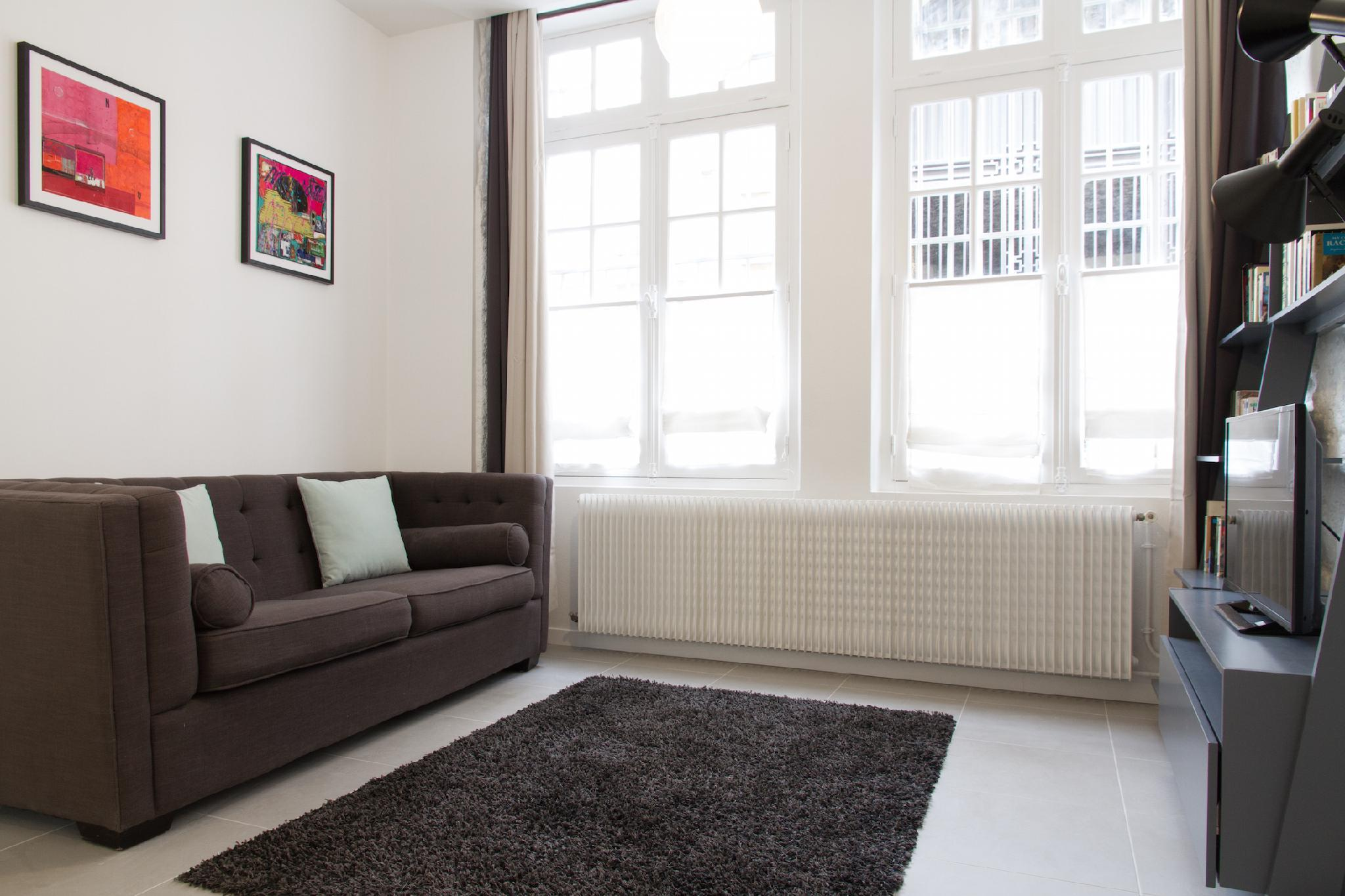 STEPS FROM THE SEINE AND PONT NEUF  4BR FLAT