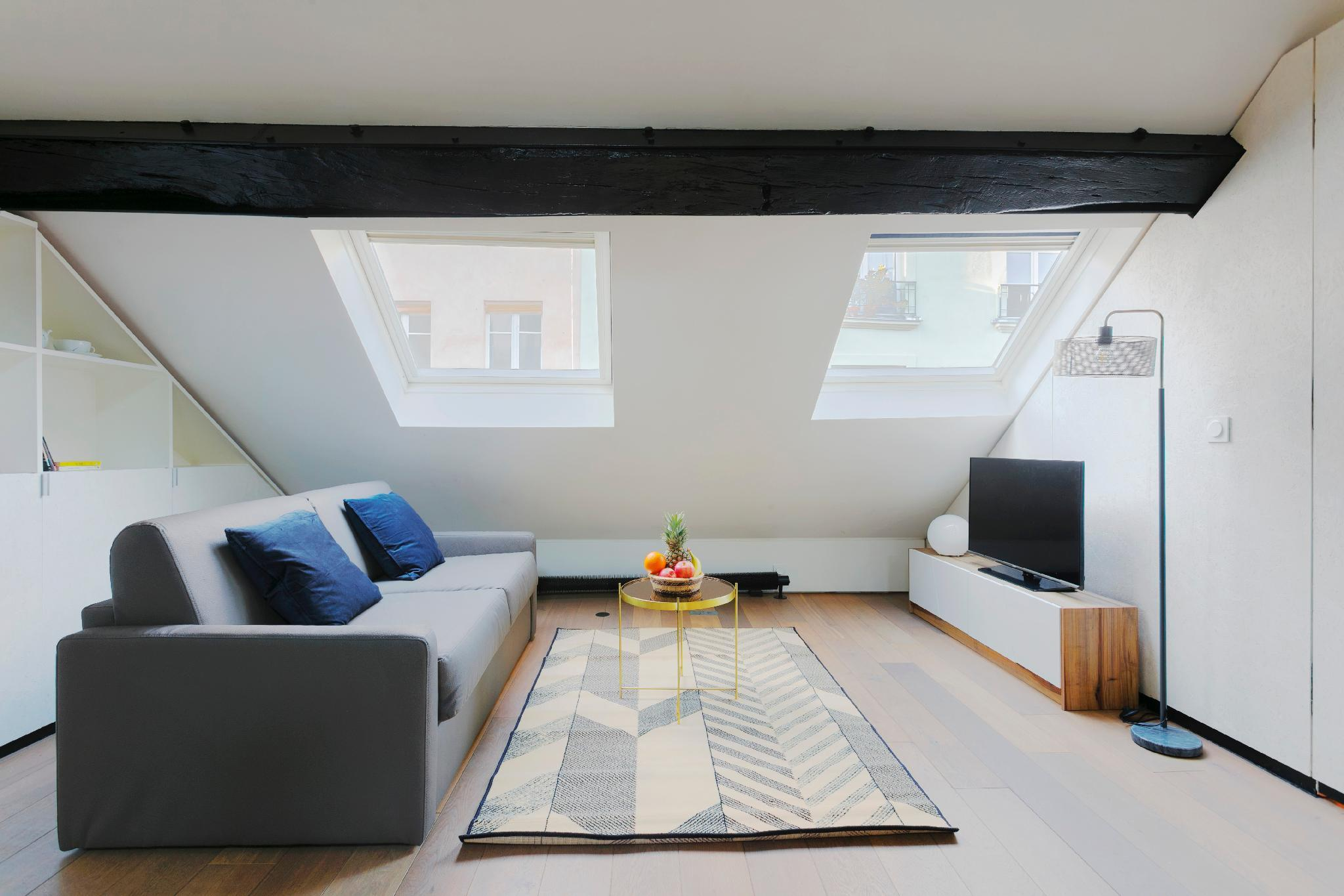 REPUBLIQUE- BEAUTIFUL MANSARD DUPLEX IN LE MARAIS