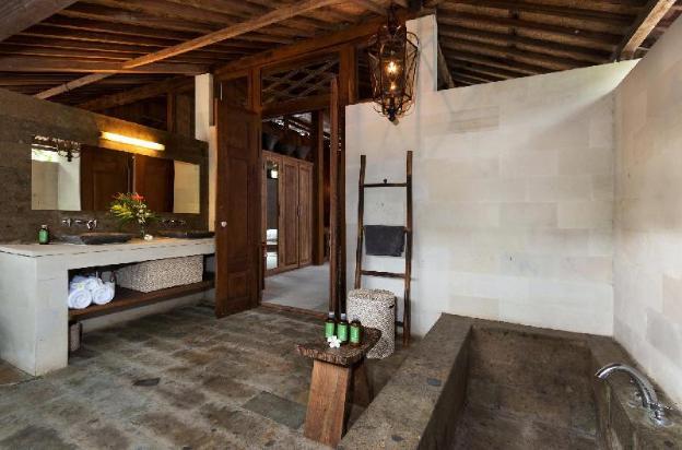 Wooden Style Luxury Villa in Canggu Area