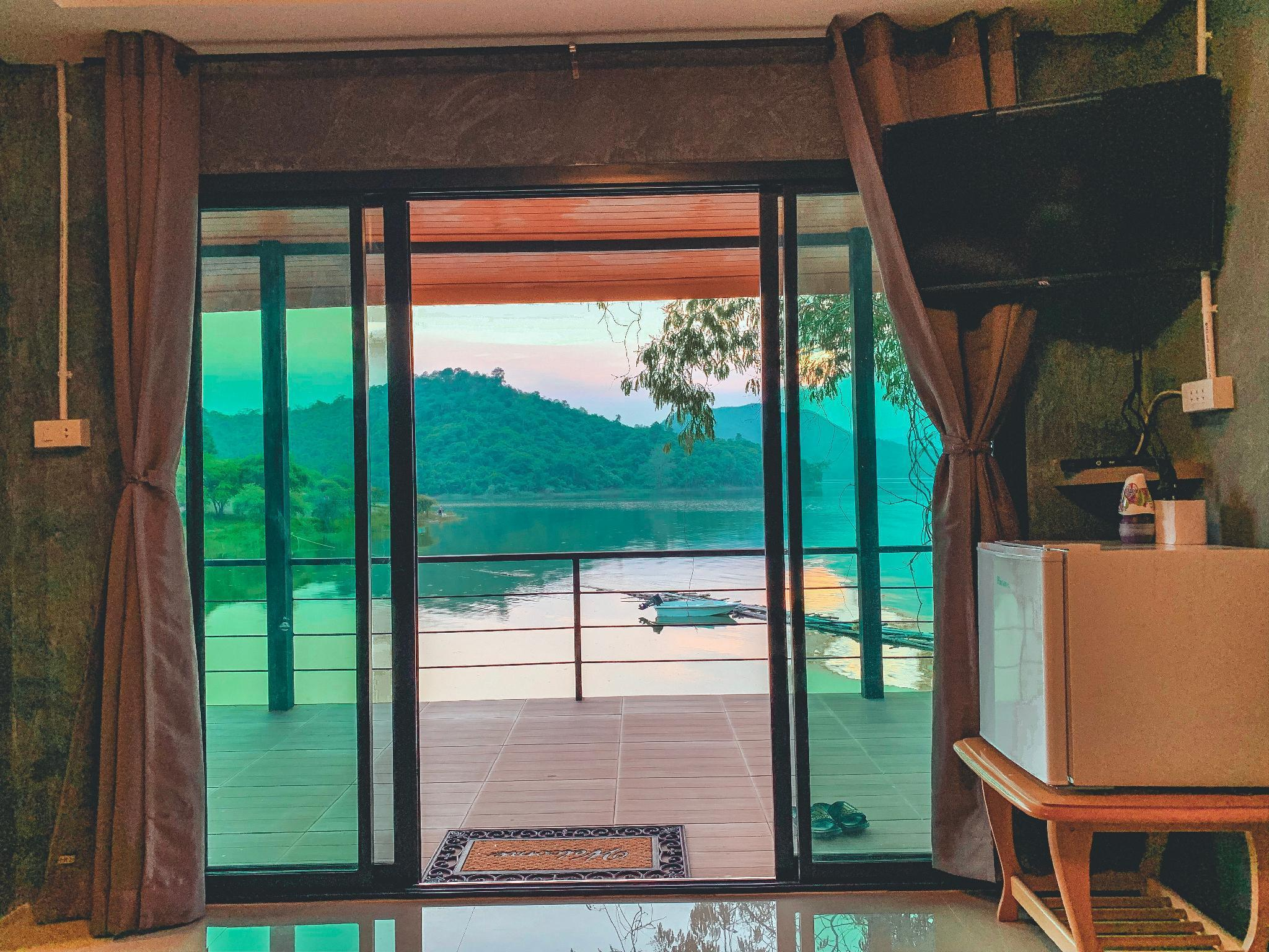 Lake view fishing camp บังกะโล 1 ห้องนอน 1 ห้องน้ำส่วนตัว ขนาด 30 ตร.ม. – เพชรบุรี