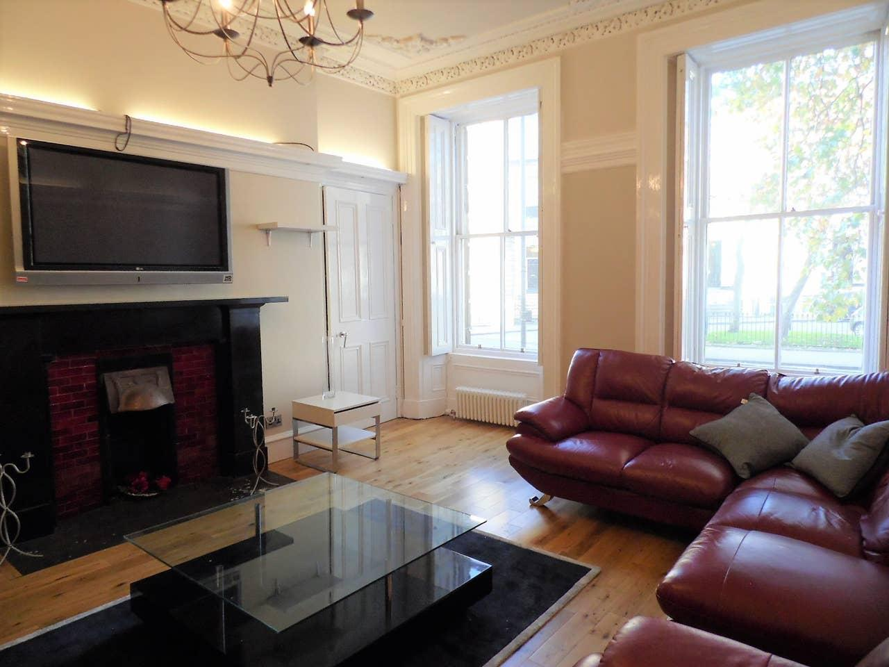 Spacious And Quiet Apt In The Heart Of Finnieston