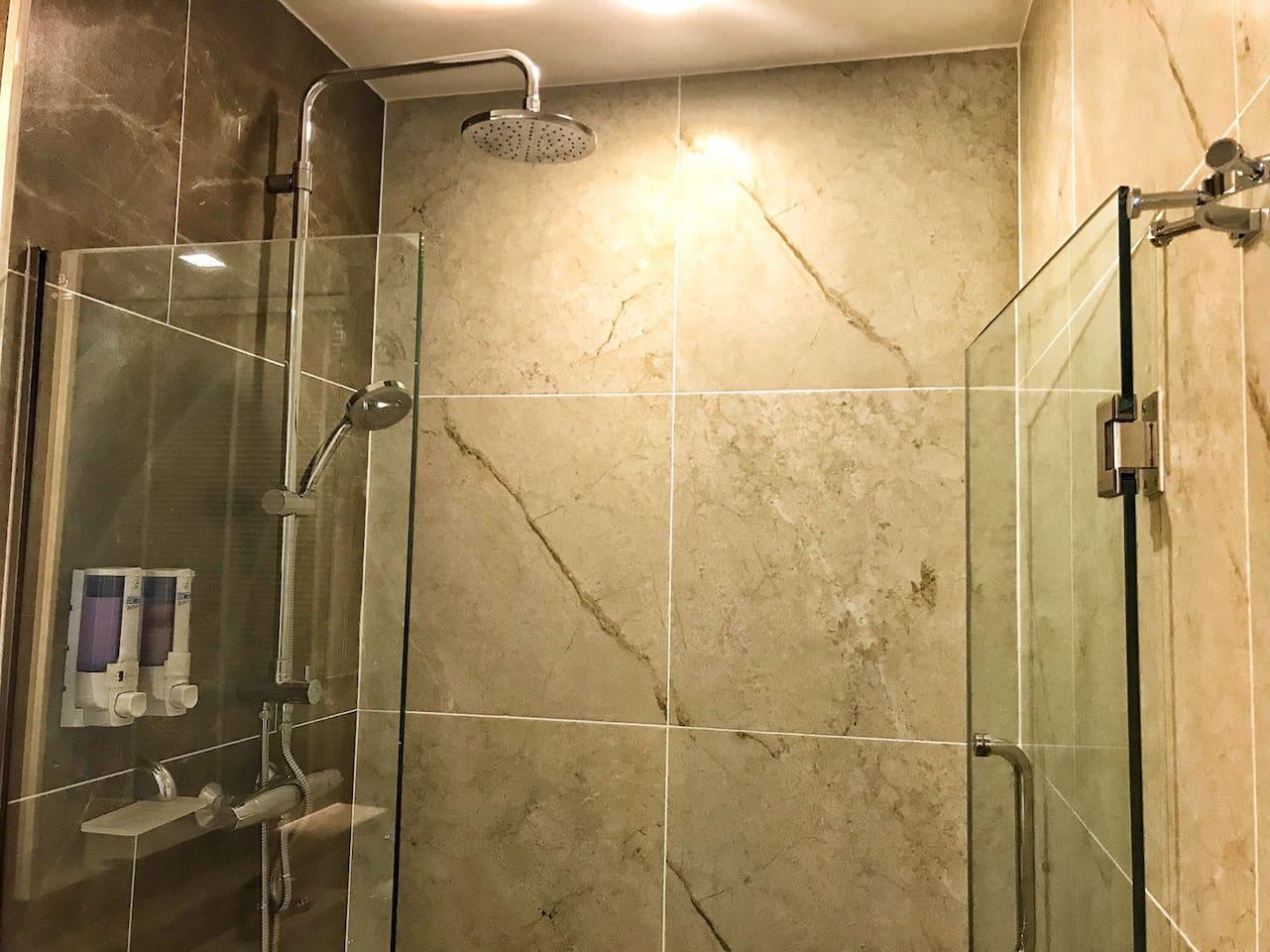Quiet - Washer - Netflix - Pool บ้านเดี่ยว 1 ห้องนอน 1 ห้องน้ำส่วนตัว ขนาด 35 ตร.ม. – ช้างคลาน
