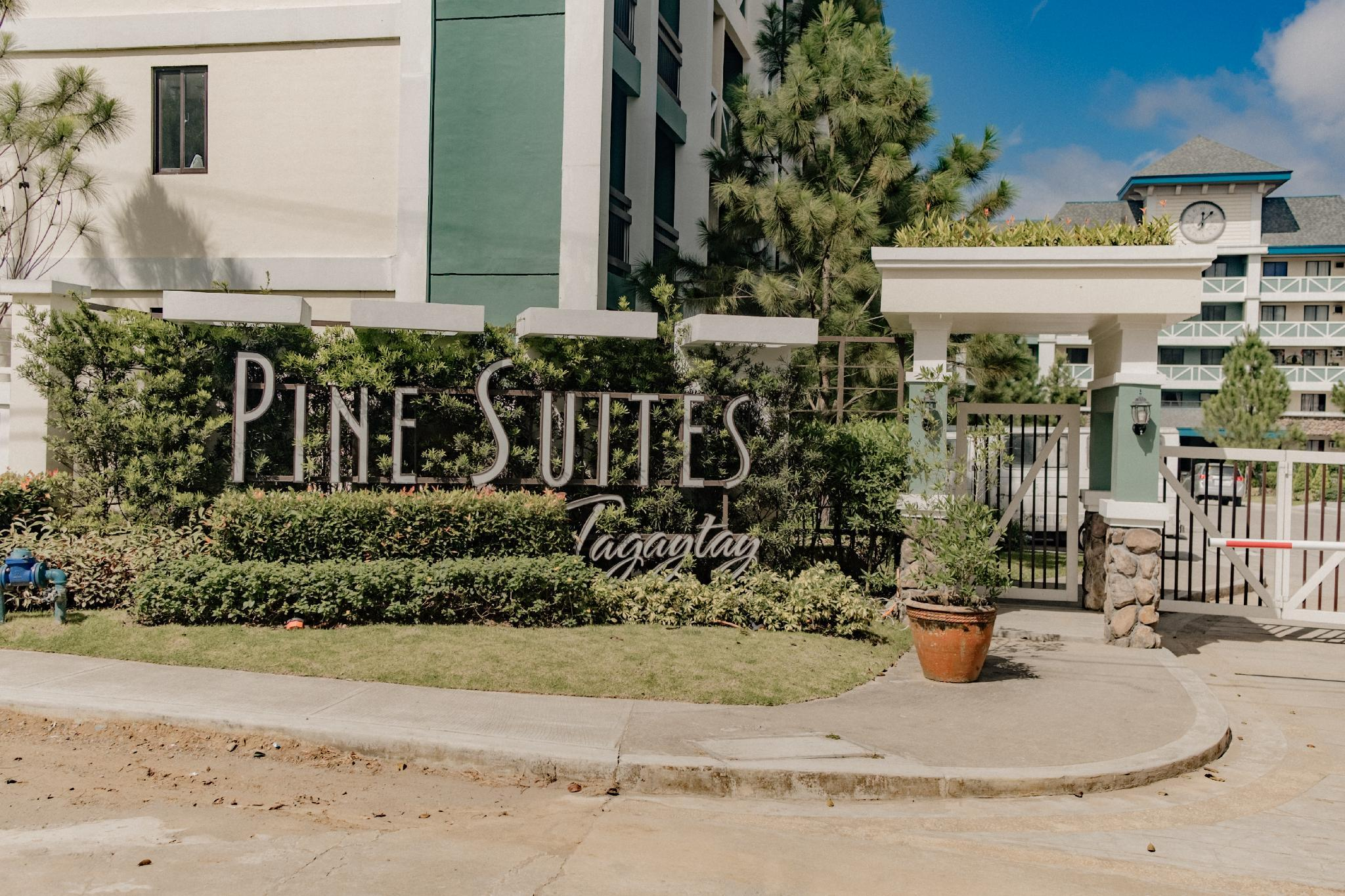 StayPlus Pine Suites Tagaytay (Blk and Wht Suite)