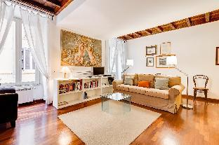 Updated Historical Apartment near Spanish Steps