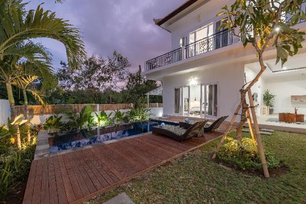 Rejuvenate In Exotic Villa In Batu Bolong Canggu