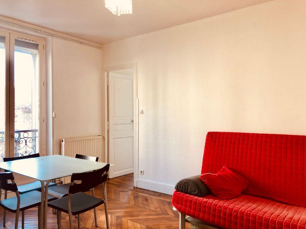 Two rooms flat in Paris, next to public transports