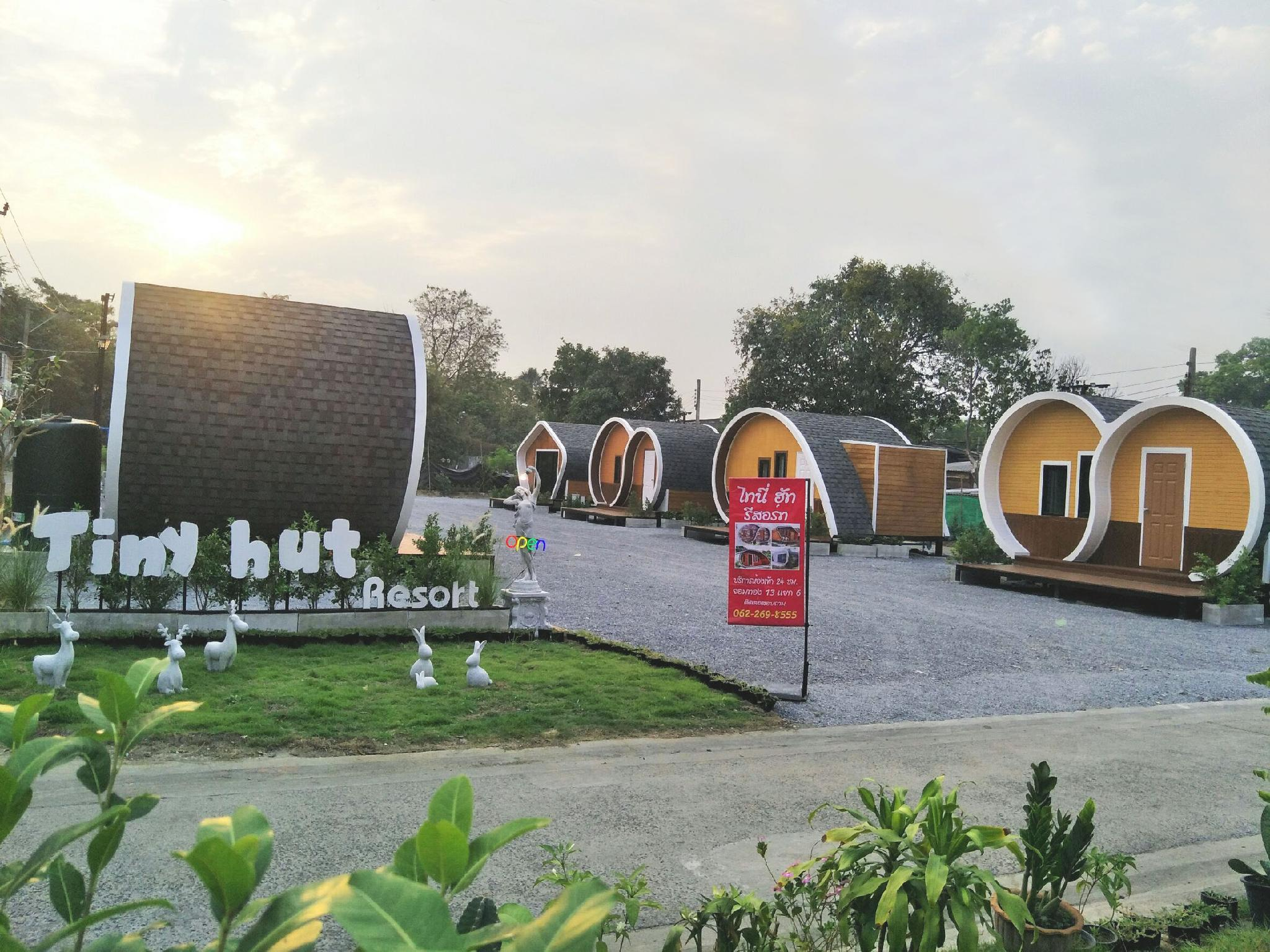 Tiny hut resort by wi