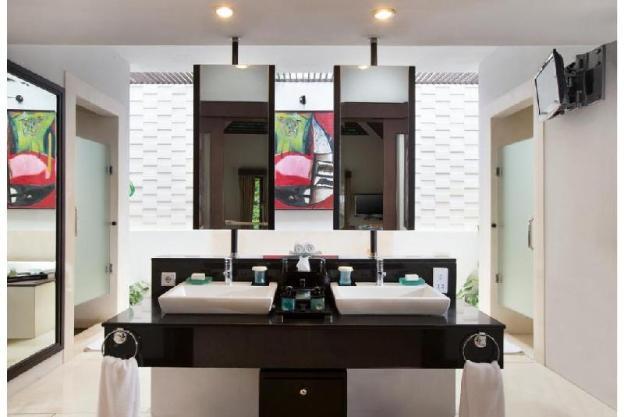 Three Bedroom Royal Villa - Breakfast