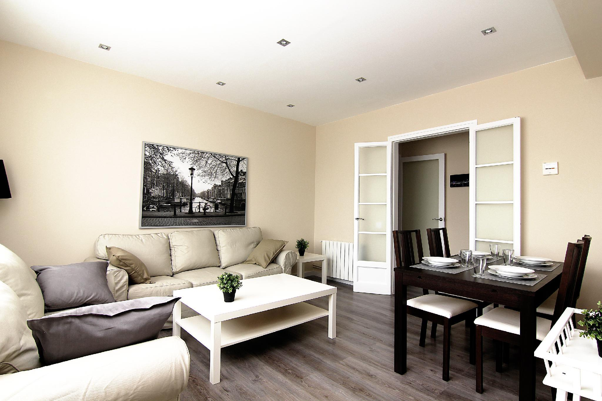 4BR apartment near to Montjuic Fountains