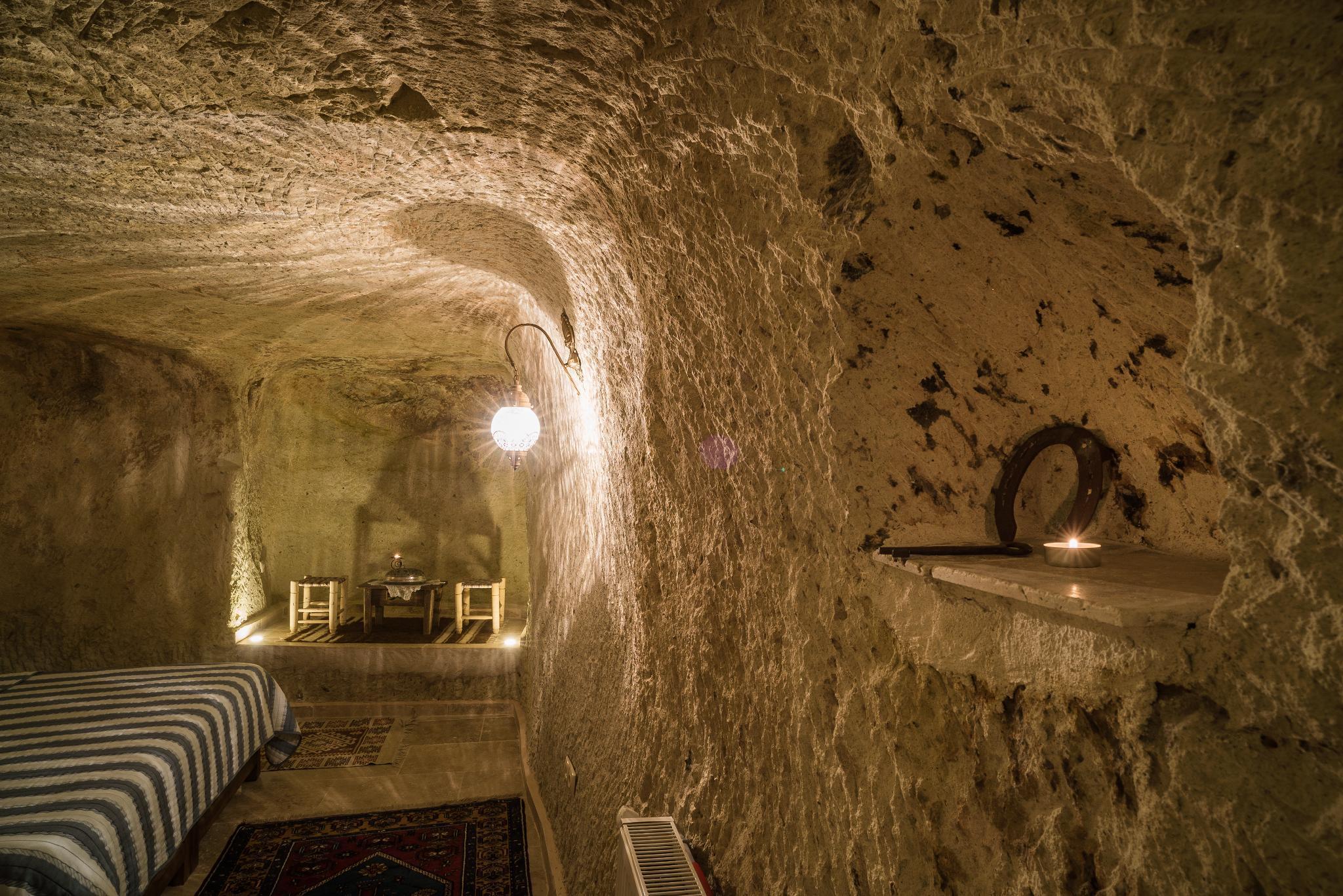 Honeymoon Cave Room (ROOM3)