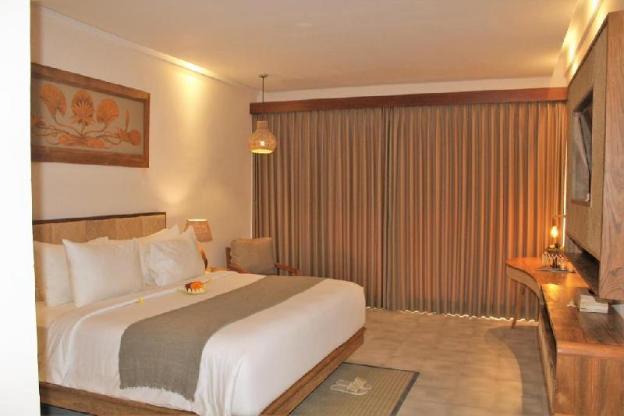 Suite Room with Breakfast in it