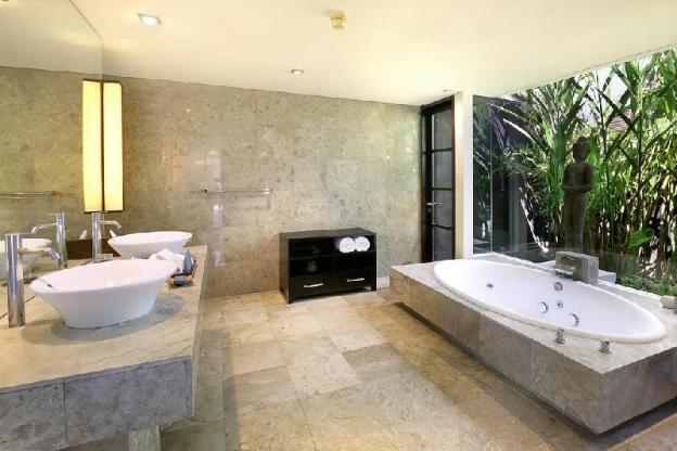 Luxury 3 BR Presidential Pool Villa with Breakfast