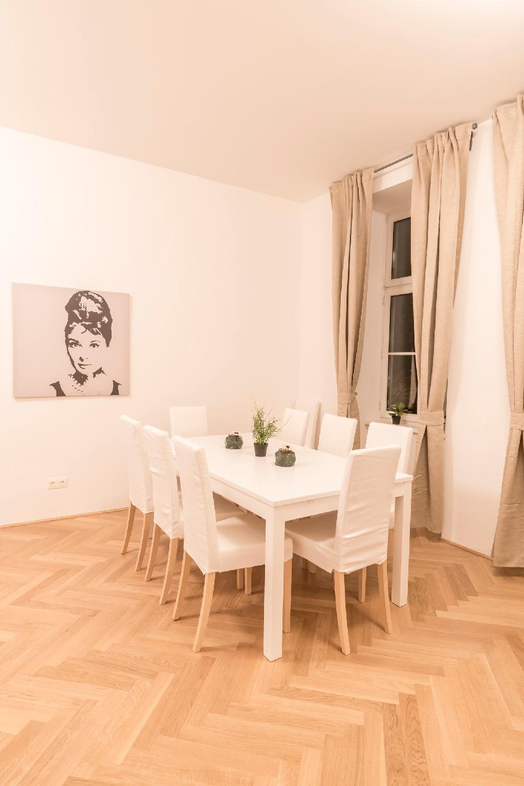 COSY FLAT/w. terrace near Naschmarkt and Centre