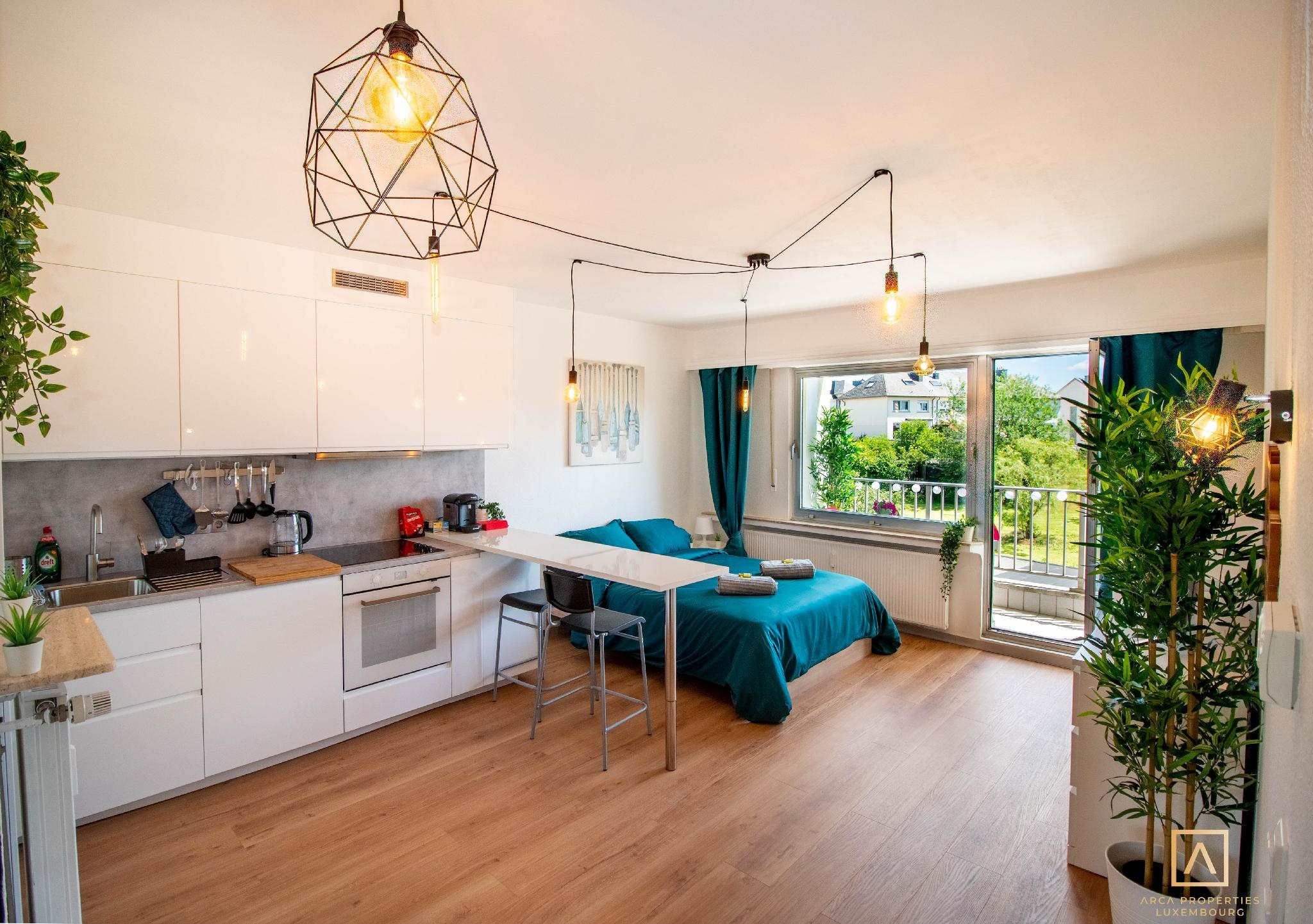 Modern Style Studio W/ Balcony + Smart TV