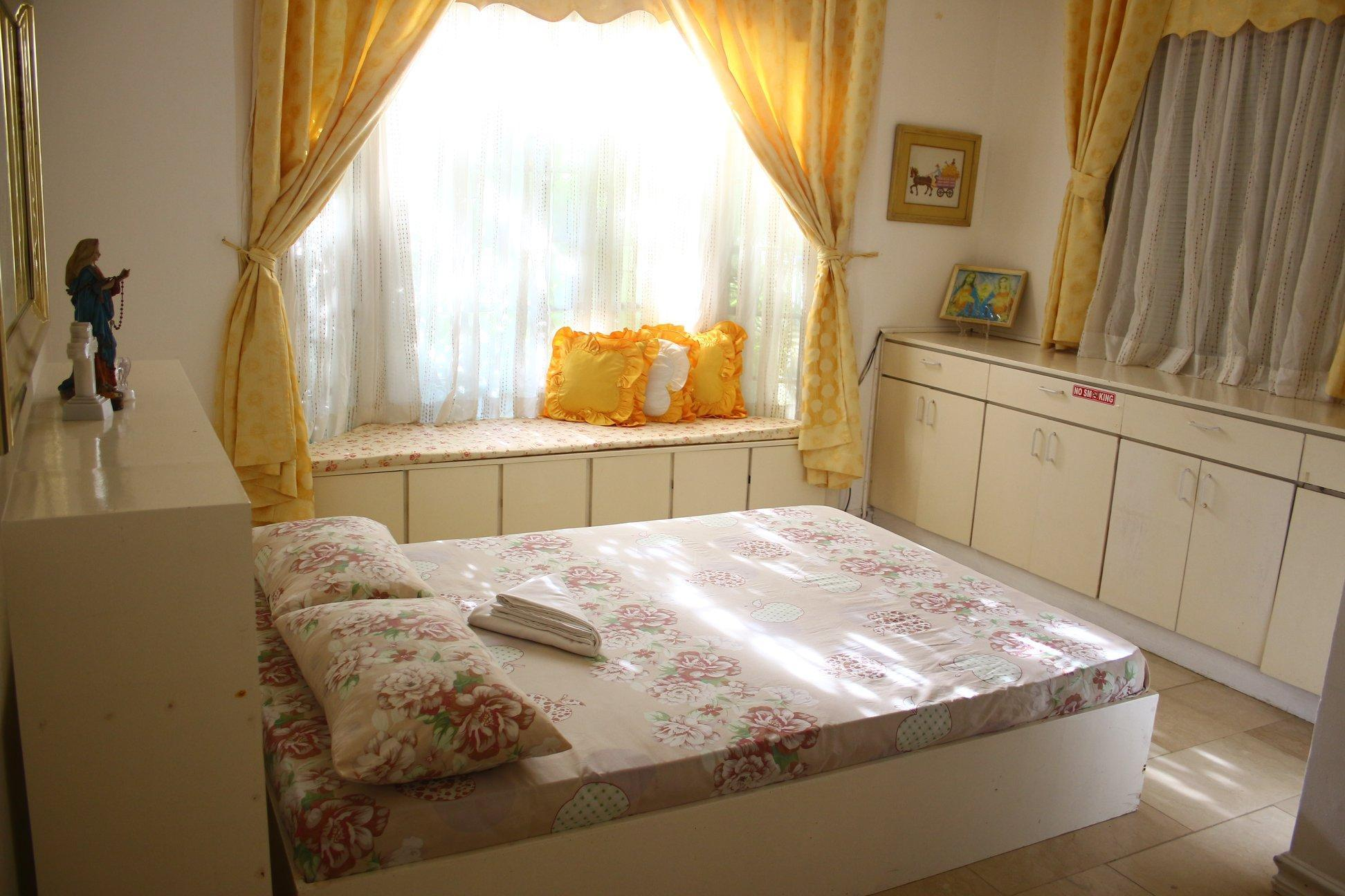 Tagaytay White House - The Blessed Home (2 pax)