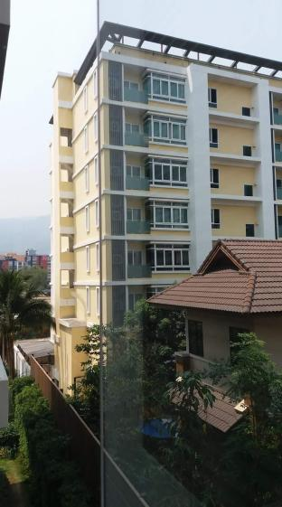 New Modern condo in Nimman Area with pool and gym