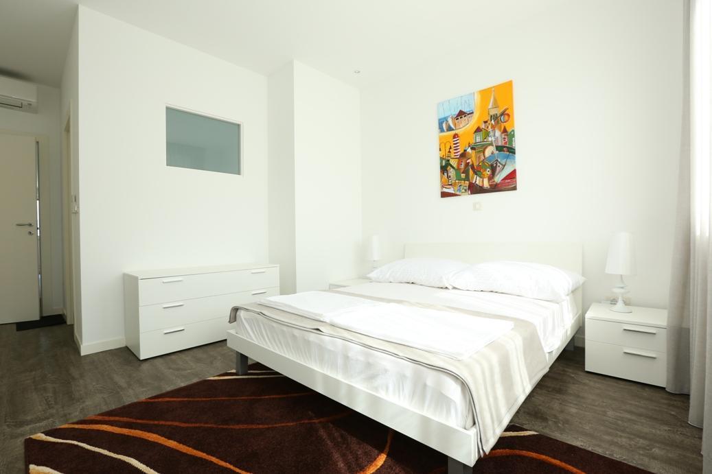 Beach Apartment Slatine 6+2 A2