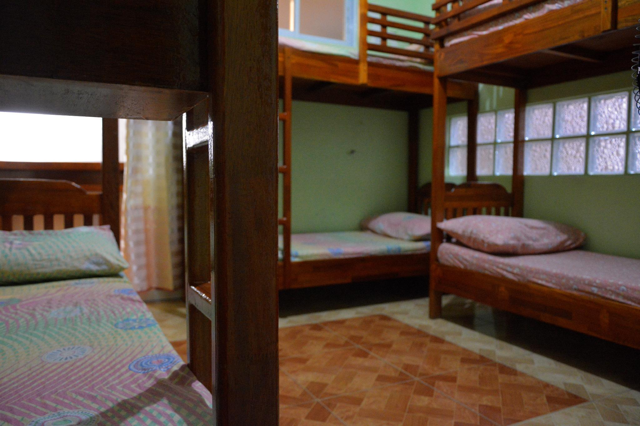 Affordable Room For 4 6 Pax Near Mkt And Session Rd