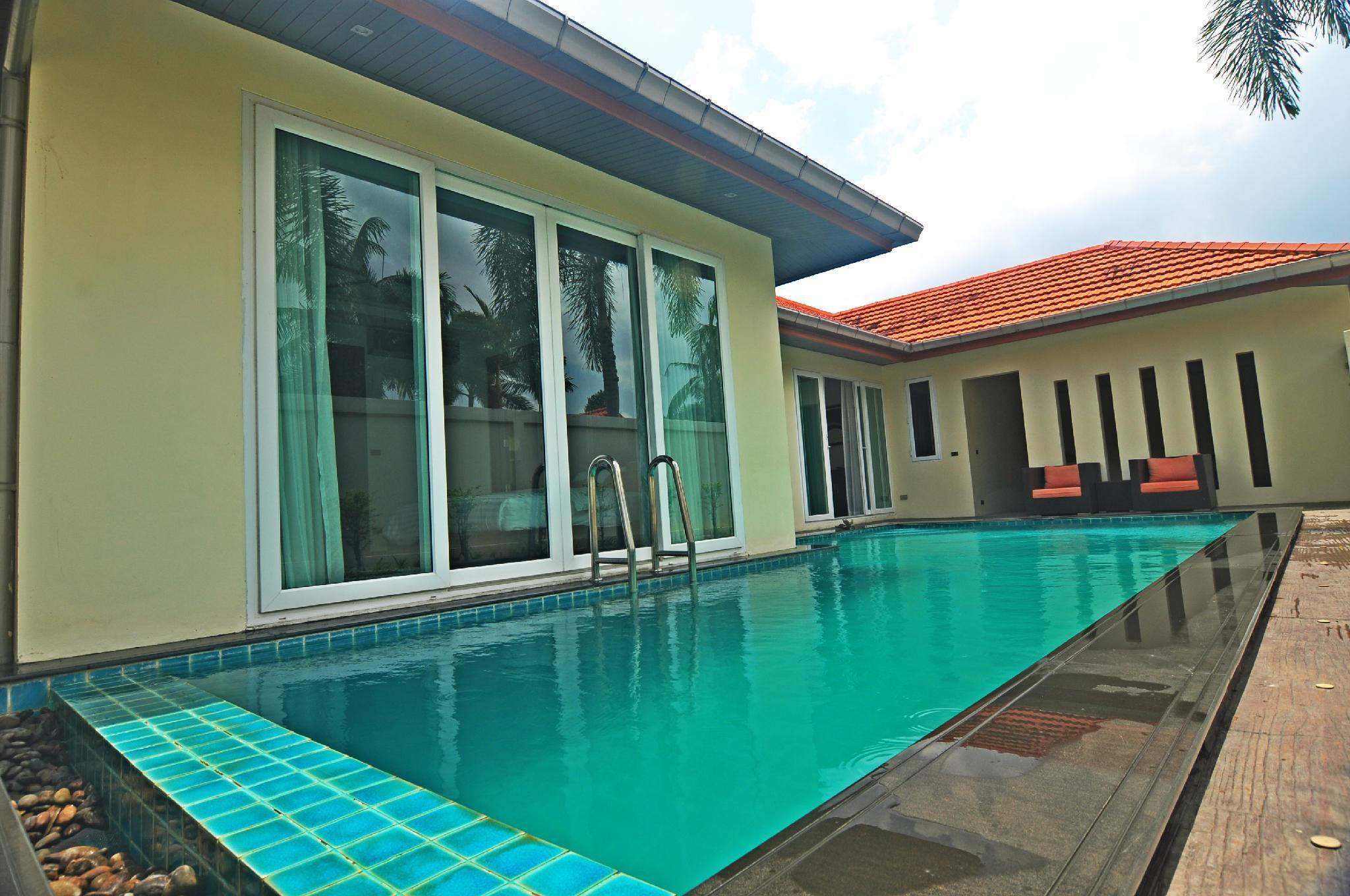Wispering PLams Villa In Pattaya
