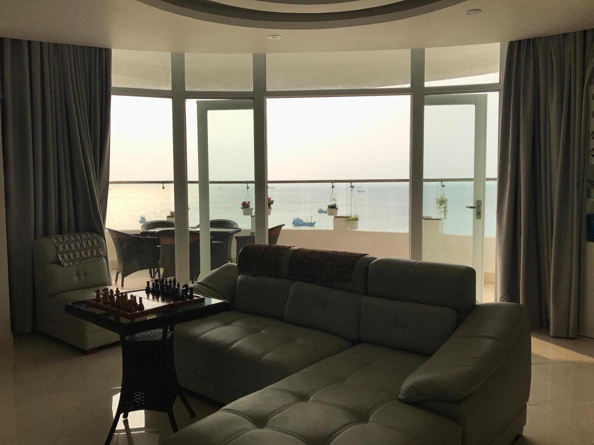 Stunning Modern 2 Bedrooms Apartment