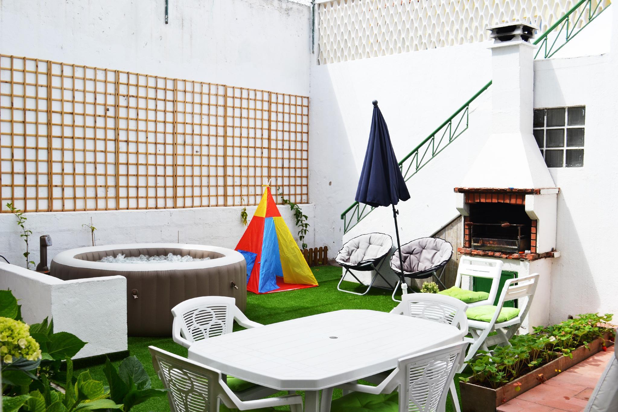 Caparica Beach House With Jacuzzi