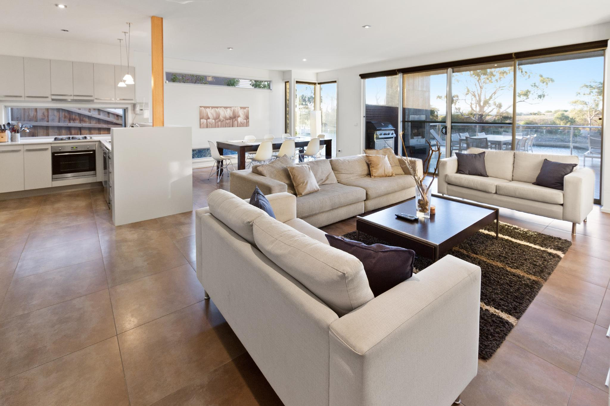 Gippsland Lakehouse   Luxury For The Whole Family