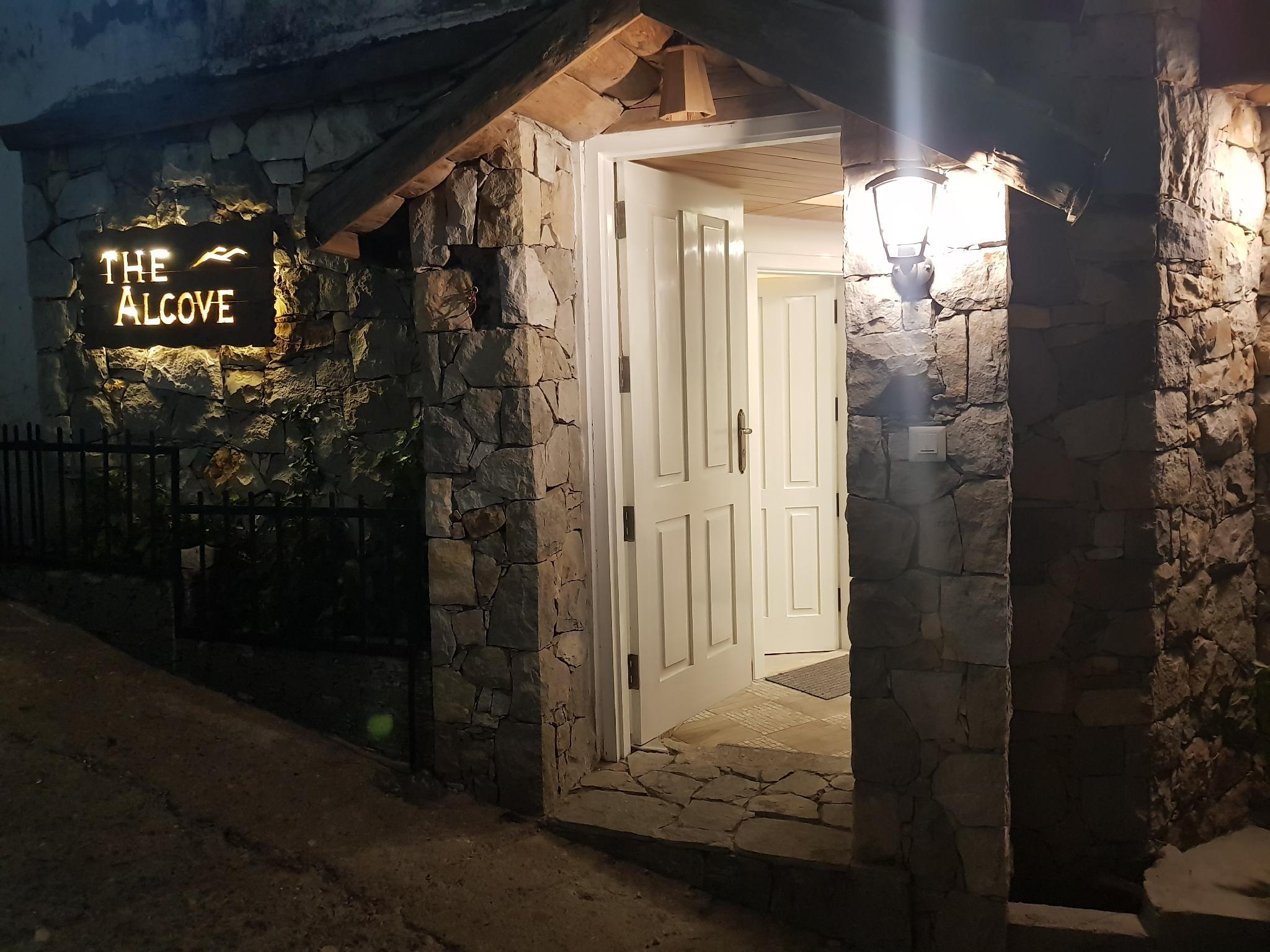 THE ALCOVE...... A Singular Experience
