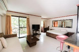 picture 1 of Comfortable and Convenient Studio With Pool Access