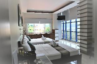 picture 2 of 413 Suites Superior Room