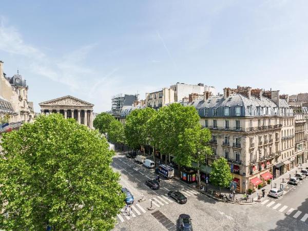 Luxury 2 Bedroom Duplex - Beautiful Monument View Paris