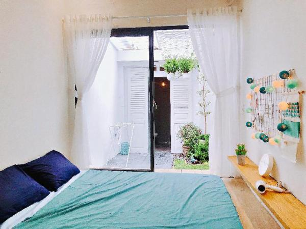 Home.To.Stay 2 BRs with GARDEN & BALCONY VIEW Ho Chi Minh City