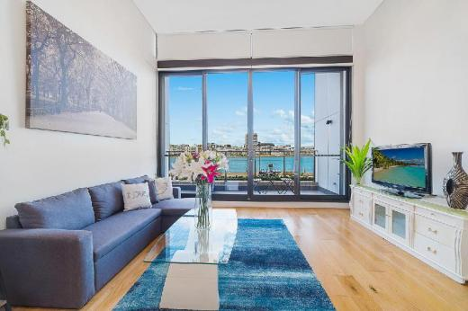 Wentworth Point Water Front Luxury Apartment