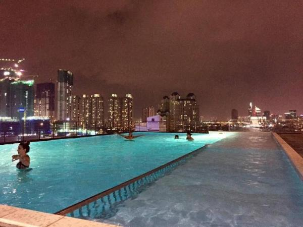 Modern 2 Bedrooms with Rooftop Pool - City View Ho Chi Minh City