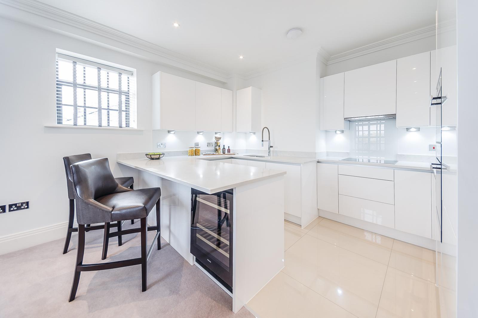Luxury 2 Bedroom Riverside Apartment - 15