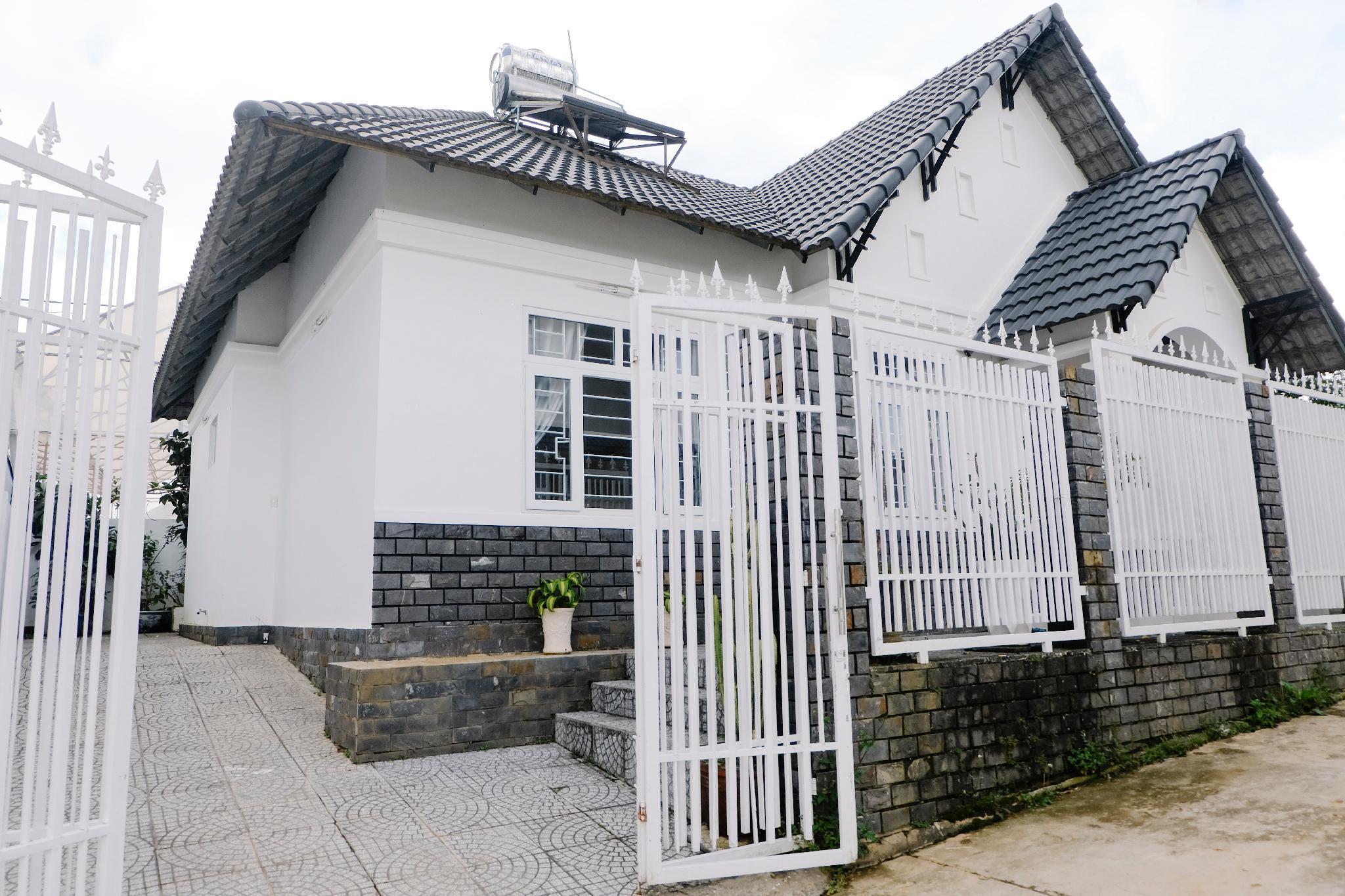 Vi' House