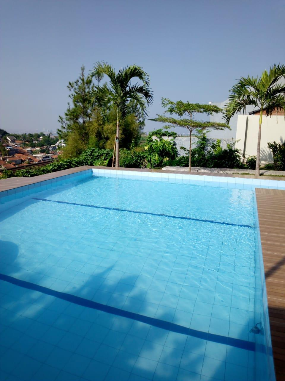 Emway Villas private pool in the middleof the hill