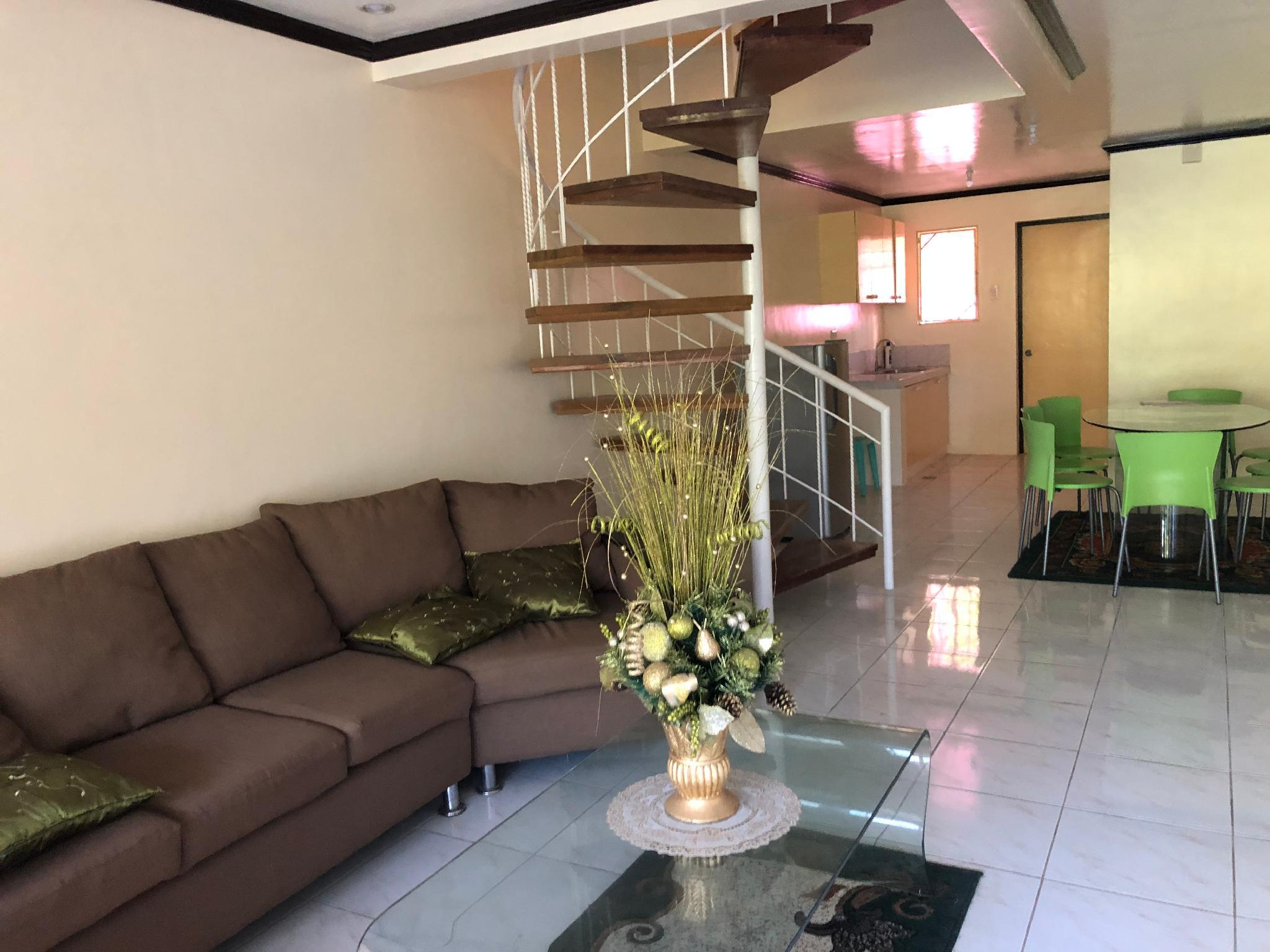 3 Room Townhouse Tagaytay