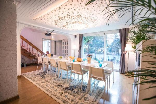 SG 7 Free services with cozy home  Seoul