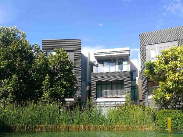 Mirage by the Lake  Swimming pool villa 302 Kuala Lumpur