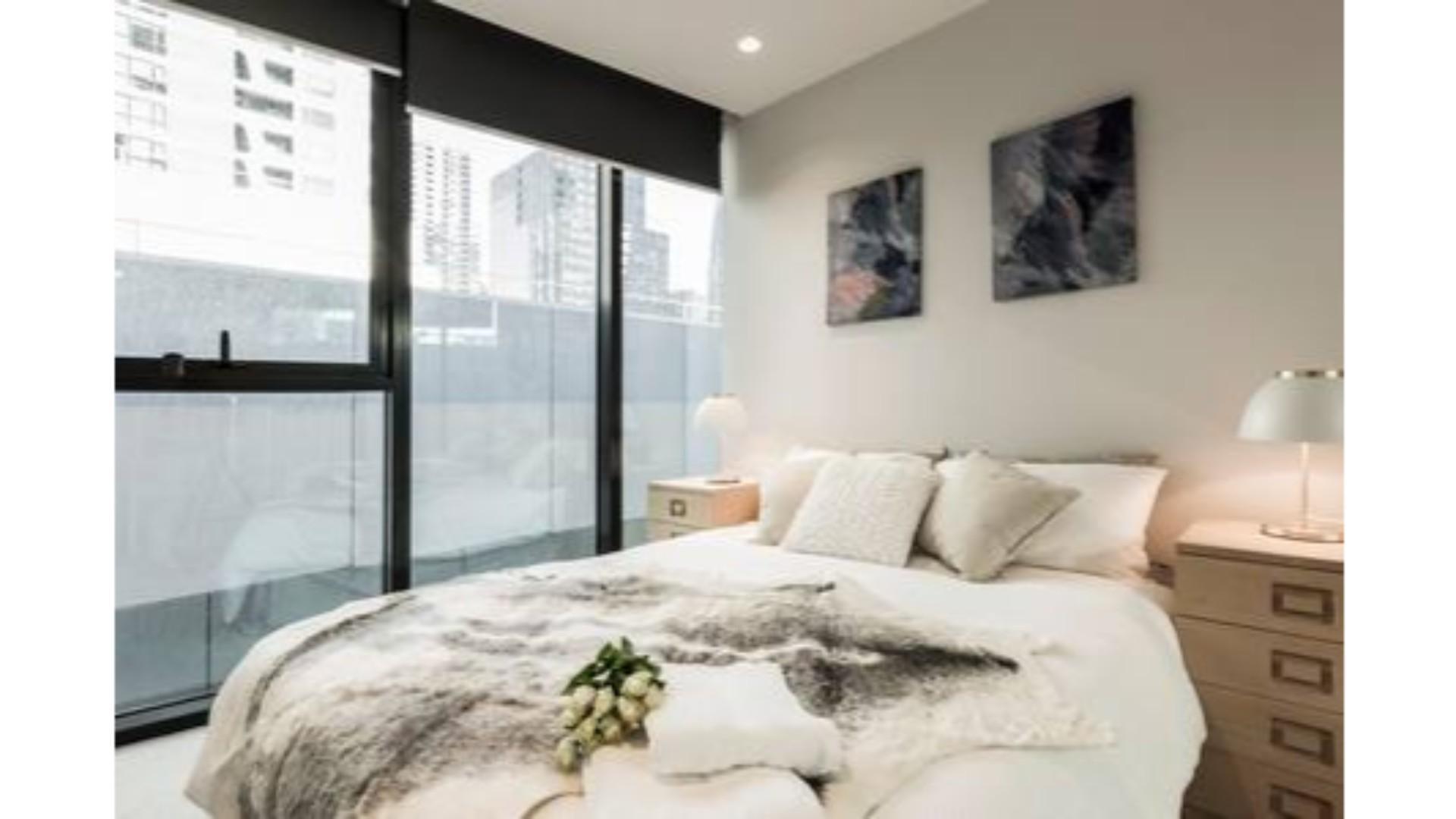 Stylish Melbourne CBD Lighthouse Apartment