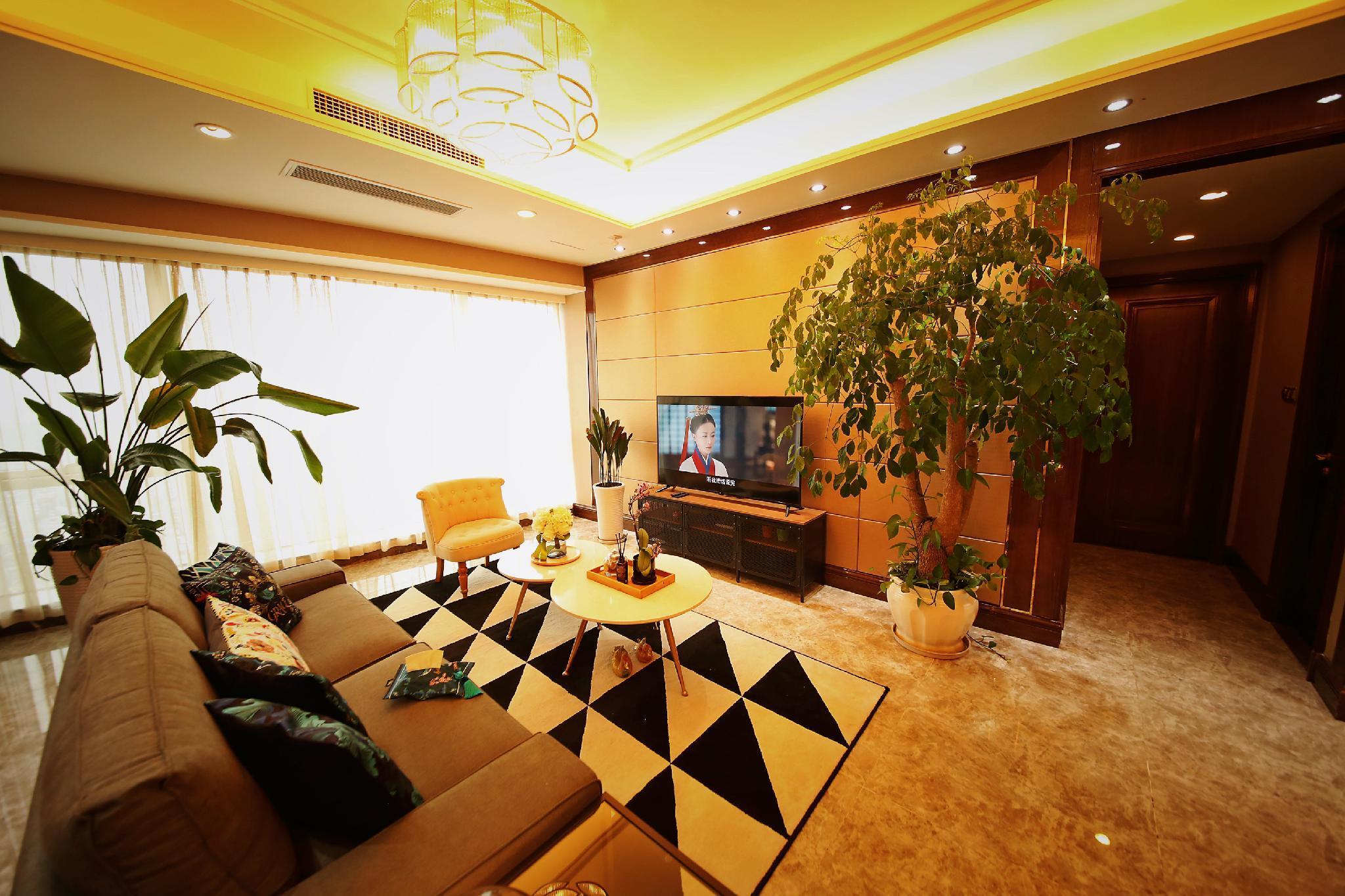 Stylish Two Bedroom Suite Chengdu Center Taikooli